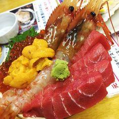 海老と雲丹美味しい #otaru #seafood #seaurchin #Prawns #Tuna #salmonroe #滝波食堂 #follow #yammy #fullstomach by vxvw