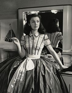 Vivien Leigh photographed in her trailer by Louise Dahl-Wolfe during the filming of Gone With the Wind by Victor Fleming). Check out Vivien Leigh and Olivia de Havilland at the Academy Awards in 1940 right here Golden Age Of Hollywood, Vintage Hollywood, Hollywood Stars, Classic Hollywood, Hollywood Glamour, Vivien Leigh, Scarlett O'hara, Margaret Mitchell, Olivia De Havilland