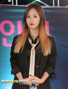 Yuriiiii and her MrMr tie. Plus, all black and gold tie o/ #KwonYuri