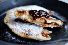 Plăcinte cu magiun de prune sau dulceață – pe lespede sau la tigaie – de post Bread Recipes, Vegan Recipes, Romanian Food, Pastry And Bakery, Croissant, Chapati, Fall Recipes, Pancakes, French Toast
