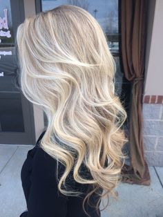 Amazing Blond Balayage Hair Colors For Long Hair In 2019 - Page 20 of 35 - Dazhimen Blonde Hair Looks, Light Blonde Hair, Light Blonde Balayage, My Hairstyle, Pretty Hairstyles, Hair Shades, Trending Haircuts, Hair Highlights, Natural Blonde Hair With Highlights