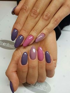False nails have the advantage of offering a manicure worthy of the most advanced backstage and to hold longer than a simple nail polish. The problem is how to remove them without damaging your nails. Love Nails, Fun Nails, Pretty Nails, Chic Nails, Winter Nail Designs, Gel Nail Designs, Nails Design, Purple Gel Nails, Purple Nail Art