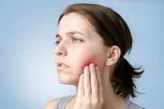 11 Alarming Signs When You Need To See A Dentist Instantly [:en]Experts say that a healthy oral system is a replica of a strong body.[:] 11 Alarming Signs When You Need To See A Dentist Instantly Mouth Sores, Loose Tooth, Elderly Person, Dental Problems, Wisdom Teeth, Oral Hygiene, Breakfast For Kids, Dental Health