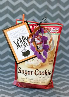 My Sister's Suitcase: Halloween Treat Tag Printable + Printable Blog Hop