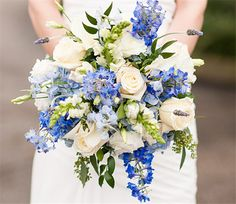 Those who are going to marry in fall can't miss the best flowers in season in October. Here is the comprehensive guide for the best October flowers to decorate your event.