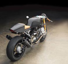 Guzzi+Cafè+Racer+by+MotoStudio+04.jpg (736×700)
