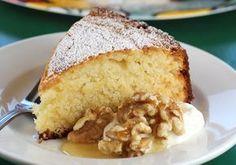 Κέικ με γιαούρτι και μέλι Loaf Recipes, Cake Recipes, Greek Recipes, Sweet Loaf Recipe, Cornbread, Banana Bread, Food Processor Recipes, Food And Drink, Tasty
