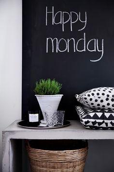 Anna-Malin, Skona Hem: In the kitchen -- Chalkboard painted wall Kitchen Chalkboard, Chalk It Up, White Cottage, Scandinavian Home, Dream Decor, Beautiful Interiors, Interior Styling, Interior Photo, Interior Design
