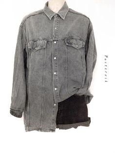 Mein Graues Oversize Vintage Jeanshemd Usedlook Blogger Fashion von true vintage! Größe Uni für 25,00 €. Sieh´s dir an: http://www.kleiderkreisel.de/damenmode/blusen/139319252-graues-oversize-vintage-jeanshemd-usedlook-blogger-fashion.