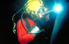 Google Image Result for http://www.yankeemarinediving.com/MyImages/underwater-welder_4344.jpg