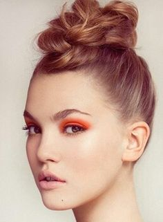Orange Eyeshadow and cute braided bun Top Knot, Up Hairstyles, Braided Hairstyles, Flower Hairstyles, Wedding Hairstyles, Hair Dos, Your Hair, Beauty Makeup, Hair Beauty