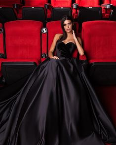 Cinema night collection is a fresh look at the Haute Couture fashion. The collection surprise diversity in a variety of forms, fabrics and handmade decoration. Formal Evening Dresses, Formal Gowns, Elegant Dresses, Pretty Dresses, Evening Gowns, Beautiful Dresses, Gala Dresses, Satin Dresses, Dress Outfits
