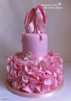 ballerina birthday cake for your sweet little girl. Gorgeous Cakes, Pretty Cakes, Cute Cakes, Amazing Cakes, Ballet Cakes, Ballerina Cakes, Ballerina Party, Ballerina Pink, Vintage Ballerina