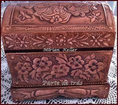 DE KELLER MIRIAN ARTES - Hacer arte en metal de mi camino ... (metalurgia) Love Box, Antique Boxes, Wooden Lamp, Handbags Michael Kors, Trinket Boxes, Metal Art, Painted Furniture, Stencils, Decorative Boxes
