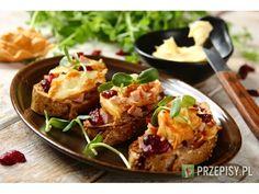 Kanapki z wędzonym kurczakiem, oscypkiem i żurawiną Finger Food, Baked Potato, Potatoes, Lunch, Baking, Breakfast, Ethnic Recipes, Bread Making, Breakfast Cafe