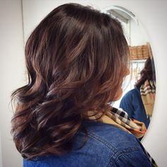 Caramel balayage on dark brown hair - vaaleanruskeat raidat tummissa hiuksissa #balayage #ruskeathiukset #brownhair