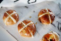 Moja kuchyňa: Hot cross buns Hot Cross Buns, Pretzel Bites, Baked Potato, Easter, Sweets, Bread, Baking, Ethnic Recipes, Food