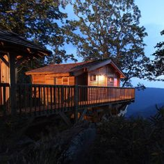 Primland Resort in VA.These magnificent dwellings offer guests the experience of staying inside a treehouse with all the modern-day amenities and luxuries one could hope for. Day Trips In Virginia, Cabins In Virginia, Virginia Camping, Virginia Vacation, Roanoke Virginia, Virginia Is For Lovers, Mexico Vacation, Virginia Beach, West Virginia
