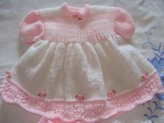 Layette bébé robe, culotte, chaussons, blanc et rose : Mode Bébé par danielaine-tricots-enfants