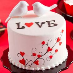 Valentine's Day: Love Birds Cake