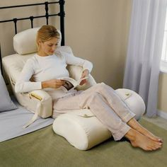 The Superior Comfort Bed Lounger - Hammacher Schlemmer- great for someone sick in bed or on bed rest Bed Rest Pillow, Bed Pillows, Back Pillow For Bed, Pillow Lounger, Back Support Pillow, Support Pillows, Deco Originale, Neck Pain, Cool Gadgets