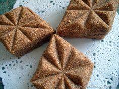 rfiss, ou gateaux de semoule grillee a la pate de dattes gateaux algeriens