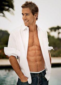 Ryan Reynolds (Open Shirt) Photo