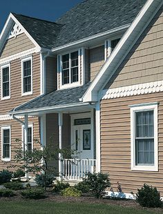 Buying vinyl siding doesn't have to be difficult, but most people have no idea where to start. Bottom line, you need to choose a vinyl siding that is. Vinyl Shake Siding, Vinyl Siding Colors, Clapboard Siding, House Siding, Exterior Siding, Exterior Paint, Shingle Siding, Cottage Exterior