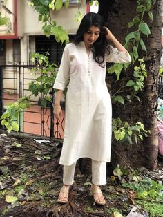 Silk Kurti Designs, Simple Kurta Designs, Kurta Designs Women, Kurti Designs Party Wear, Casual Indian Fashion, Indian Fashion Dresses, Indian Designer Outfits, Fashion Wear, Ethnic Outfits