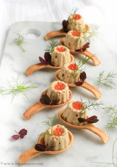 Recipe for tuna mousse served in small edible spoons ⋆ BY DIANAWI - Anrichten Tapas Recipes, Appetizer Recipes, Snack Recipes, Appetizers, Healthy Recipes, Tapas Ideas, Crab Recipes, Party Recipes, Reception Food