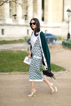 221 chic spring outfit ideas to take from the streets of Paris: