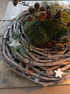 A grape wreath with stars filled with pine.
