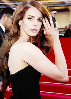 The stunning and beautiful Lana Del Rey Ancient Beauty, Queen, Her Music, American Singers, Gossip Girl, Fashion Stylist, Pretty Woman, My Idol, Editorial Fashion