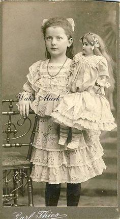 Photography vintage portrait antique photos 43 ideas for 2019 Vintage Children Photos, Vintage Girls, Vintage Pictures, Vintage Images, Children Pictures, Vintage Style, Retro Vintage, Victorian Photos, Antique Photos