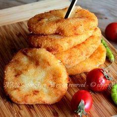 Cotolette di patate dorate,morbide e gustose.Preparare con purea di patate,impanate e fritte.Soffici con guscio dorato e croccante.Ricetta con patate facile