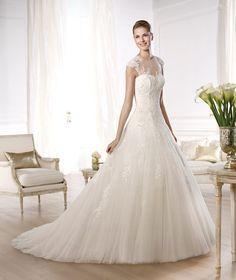 Pronovias presents the Ocelada wedding dress. Glamour 2014. | Pronovias