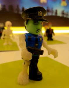 Zombie Police. #Famoclick #Monsters #Zombies #toys #juguetes
