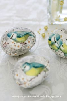 Decoupage eggs made from paper napkins. We used rice paper napkins in the to decoupage beautiful designs too! Egg Crafts, Easter Crafts, Spring Crafts, Holiday Crafts, Diy Ostern, Easter Parade, Egg Art, Egg Decorating, Vintage Easter