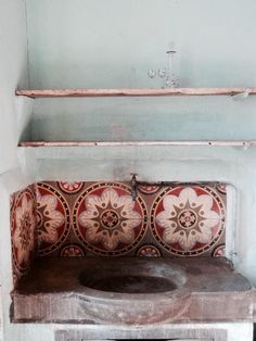 Hand Painted Kitchen tiles Rustic Kitchen Tiles and Stone sink Floor Tiles Pretty Tiles Hand Painted Tiles - Awesome. Design Hotel, House Design, Interior Inspiration, Design Inspiration, Design Ideas, Tadelakt, Stone Sink, Deco Boheme, Beautiful Bathrooms