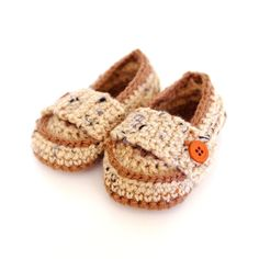 Little Prince Loafers with link to pattern.
