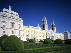 Biblioteca Palácio-Convento de Mafra, Portugal http://aguiaturistica.blogspot.pt/