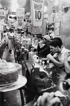 #Lunch at a Detroit Drugstore 1955 | #lifeattable #table