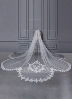 One-tier Scalloped Edge Cathedral Bridal Veils (006133861)