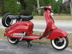 Lambretta in red :) Scooters Vespa, Vespa Bike, Lambretta Scooter, Scooter Motorcycle, Motor Scooters, Vespa Vintage, Honda Ruckus, Scooter Girl, Small Cars