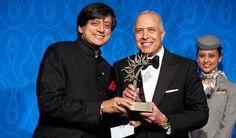 Arun Sarin, Former CEO of Vodafone, receives Lifetime Achievement Award from Dr. Shashi Tharoor. Photo: www.michaeltoolan.com.
