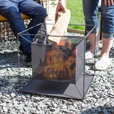 A striking contemporary twist on the traditional firepit, the Taku square fire basket brings warmth and style to any outdoor space. Garden Fire Pit, Fire Pit Patio, Diy Fire Pit, Outdoor Fire, Steel Fire Pit, Fire Pits, Fire Pit Plans, Hot Tub Patio, Custom Metal Work