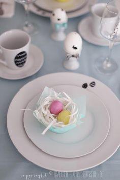 Fräulein Klein : ein gedeckter Ostertisch und ein sweet table