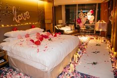 Man Turns Hotel Room into Fairytale Surprise Proposal for His Girlfriend Hotel Room Decoration, Romantic Room Decoration, Romantic Bedroom Decor, Hotel Decor, Bohemian Bedrooms, Romantic Room Surprise, Romantic Proposal, Beach Proposal, Romantic Birthday