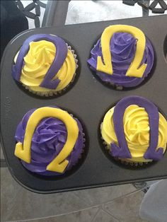 Omega Psi Phi cupcakes Fun Cupcakes, Amazing Cupcakes, Omega Gifts, Graduation Party Decor, Graduation Ideas, Hello Kitty Baby, Greek Sweets, Omega Psi Phi, Sorority And Fraternity