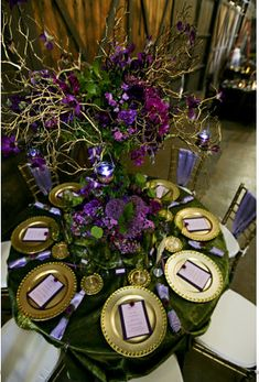 Wedding table setting in purples